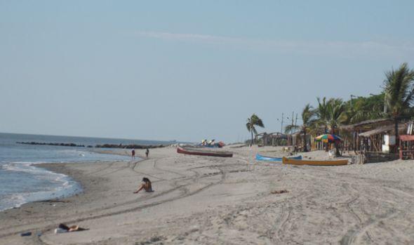 La playa luce mucho más extensa que antes.