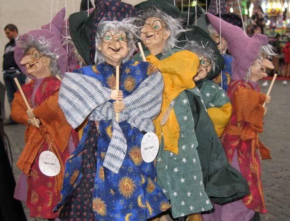 La Befana es uno de los disfraces favoritos en los desfiles de Italia.