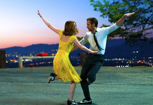 En una escena de La La Land: Stone y Gosling bailan y se enamoran.