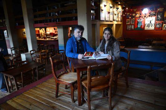 Pepe Avilés y Patricia Endara, dueños del bar y restaurante quiteño El Pobre Dia