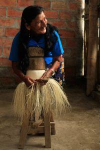 Doña Clorinda, tejedora de El Aromo, en Manabí.