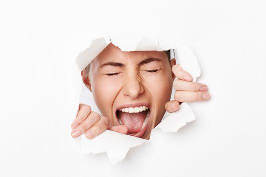 Dejar explotar o reprimir las emociones en la niñez desencadena a menudo en reac