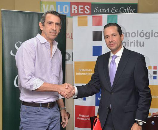 En la foto: Richard Peet, gerente general de Sweet & Coffee; y Aldo Maino.