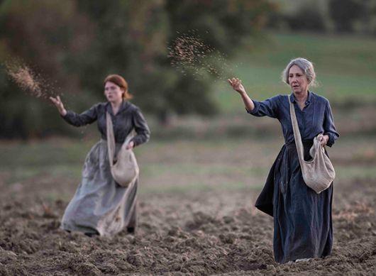 Las actrices Iris Bry y Nathalie Baye en Las guardianas.