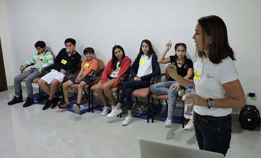 Isabel y su grupo durante su último taller de inducción: Happy Kids Workshop.