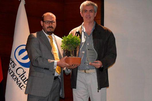 En la foto aparecen: Sebastián Baus, gerente de riesgo del Banco Pichincha