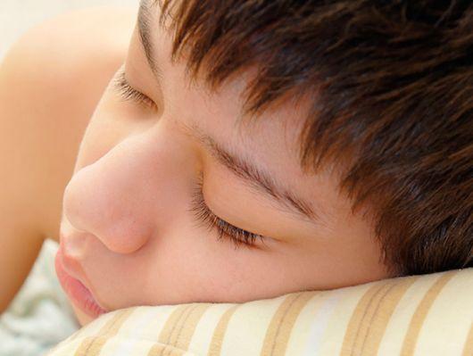 Niños y adultos necesitan regularidad en sus horarios de sueño y en los hábitos