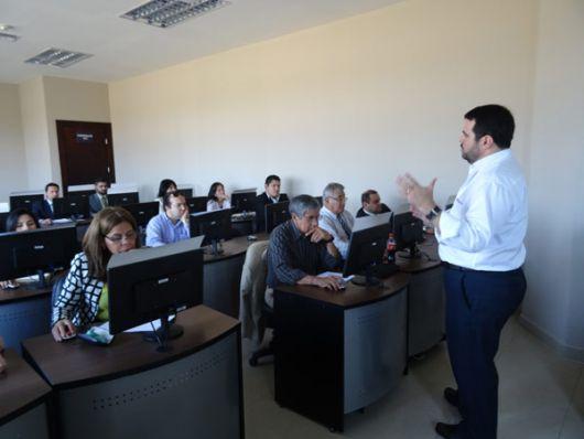 Los docentes de Ecotec reciben capacitaciones para preparar sus talleres del pro