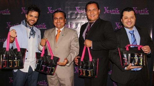 En la foto: Mike Restrepo, especialista de belleza e imagen corporativa; Nicolás
