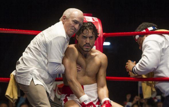 Escena de Manos de Piedra: Robert De Niro (el entrenador Ray Arcel) y Édgar Ramí