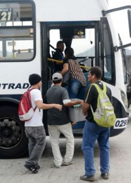 Uno de los deberes de los pasajeros es abstenerse de ingresar al vehículo.