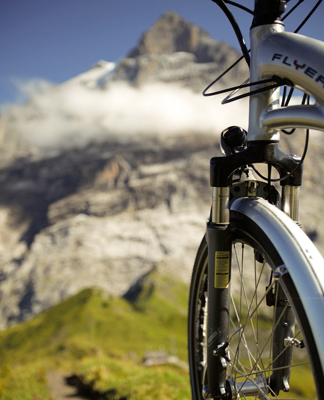Una bicicleta eléctrica ayuda al ciclista a atravesar el paso de Grosse Scheideg